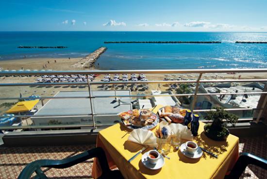 terrazza - Foto di HOTEL SYLVIA, Grottammare - TripAdvisor