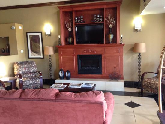 Comfort Suites Bakersfield Photo