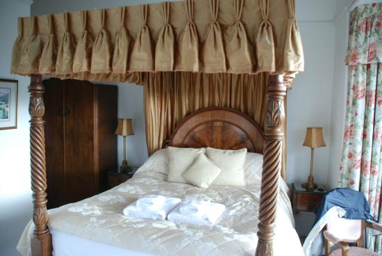 Blenheim Lodge: the 4 poster bed