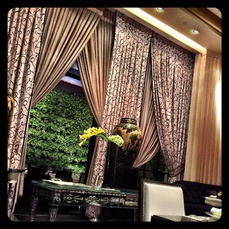 Heavy Old School Drapes Say It All Picture Of Joel Robuchon Las