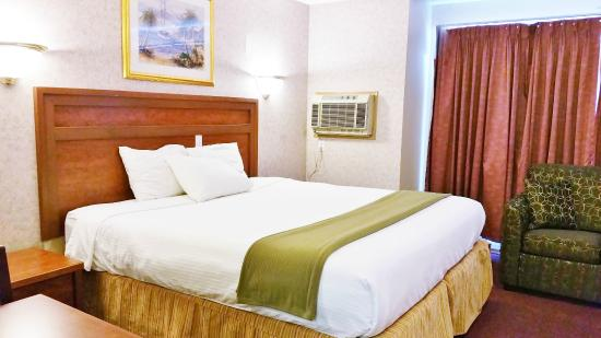 Alpine Motel Kamloops: JACUZZI SUITE WITH KING BED