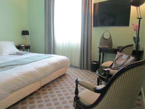 Hotel de Greuze: Notre chambre (style Napoléon)