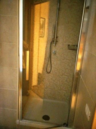 Rome 55: shower - very good