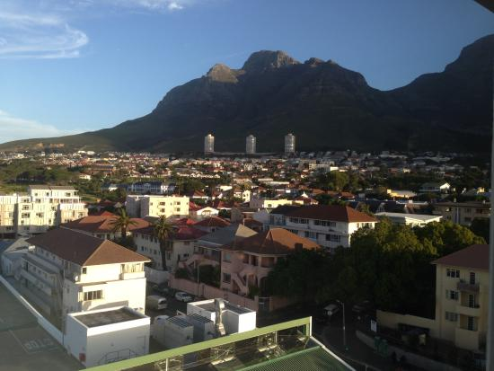 Gardens Centre Holiday Apartments: View from the room - Table Mountain
