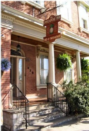 The Pineapple Inn Bed and Breakfast: The Pineapple Inn Bed & Breakfast