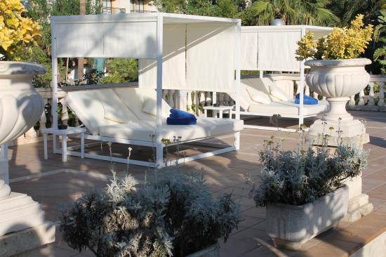 Hotel Bahia de Alcudia: camas balinesas
