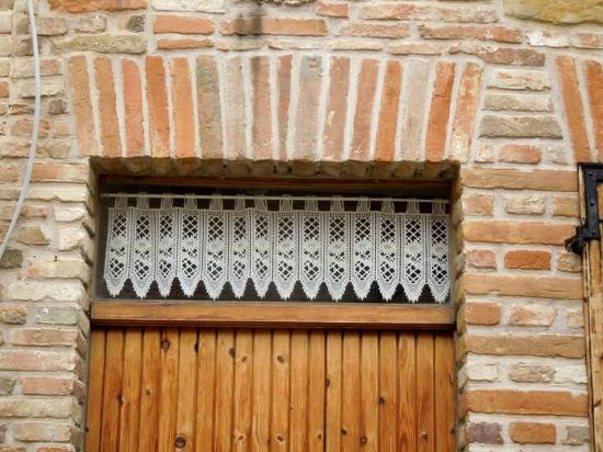 Museo di Sarnano: кружевные шторки