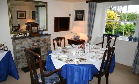 Colvennor Farmhouse breakfast room