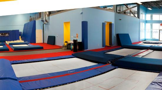 ‪Vertical Zone Trampoline Centre‬