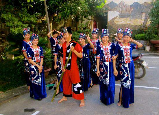 Muong Thanh Hotel: ethnic staff ready for rehearsals