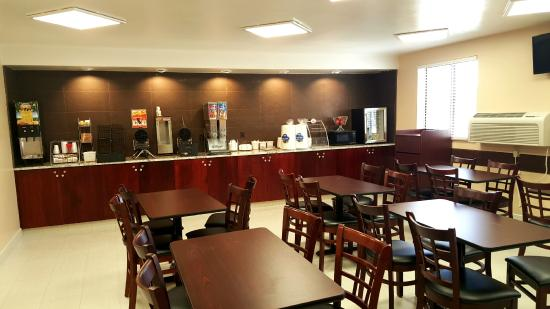 Super 8 Wenatchee: Amazing new breakfast room