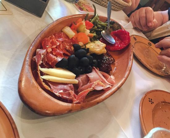 Mama Lisi: Antipasti, Carbonara, Tagliatelle Porcini, Pizza Quattro Stagioni