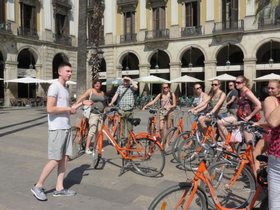 Budget Bikes Tours : Op de Plaza Real