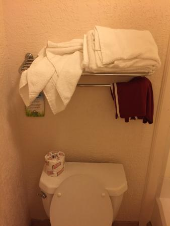 Days Inn San Antonio/Near Lackland AFB: This is how I came back to find our room reset. Dirty towels still left and clean just thrown up