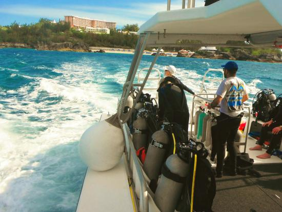 Dive Bermuda: Leaving the Farimont Princess, Beach Club on the Dive Boat to the ship wreck, Marie Celeste