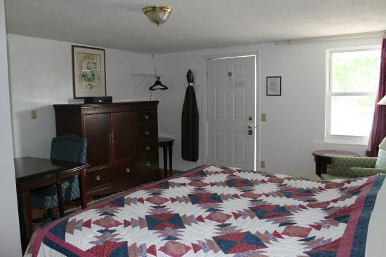Golden Knight Inn and Suites: Room 209