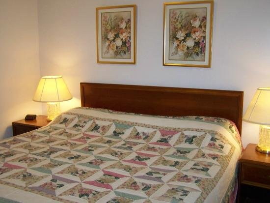 Golden Knight Inn and Suites: Room 203