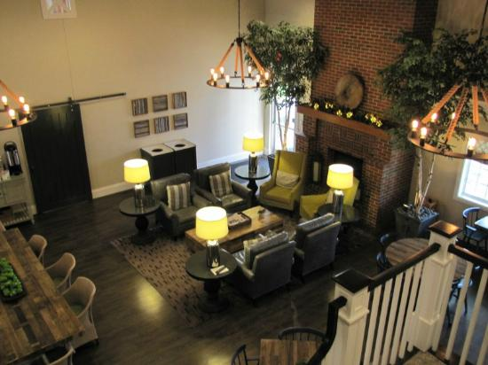 BEST WESTERN PLUS University Park Inn & Suites: Breakfast and reservation area. Quite nice