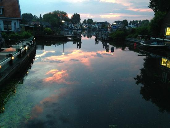De Oude Smidse : Amazing view during the sunset in front of the restaurant Oude Smidse, Ouderkerk