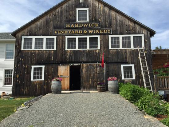 Hardwick Vineyard and Winery: Lovely Winery!!