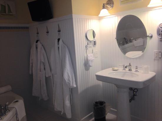 Anchorage Inns & Suites : Bathroom sea coast sands suite beautiful!