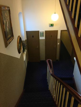 Hotel Weber: Staircase to the public toilets