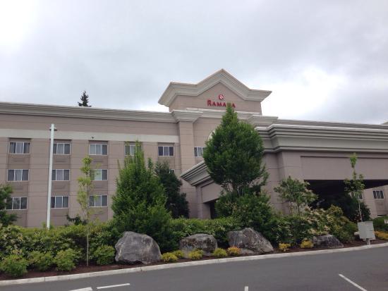 Ramada Olympia: ホテル全景