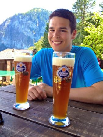 Pension Gimmelwald: Beer in Gimmelwald tastes great after a day of hiking