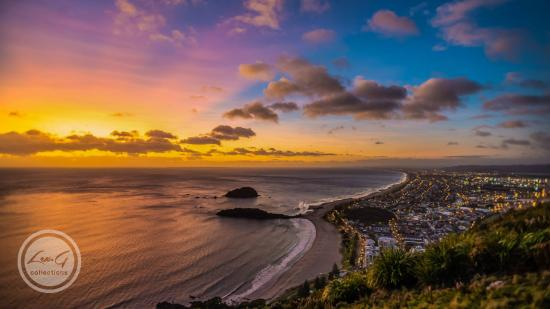 Pacific Coast Lodge and Backpackers: Winter Sunrise by Lex