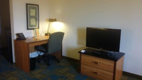 La Quinta Inn & Suites El Paso East: Desk area