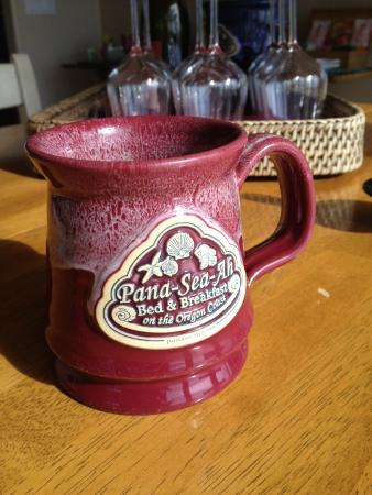 Pana Sea Ah Bed and Breakfast: Breakfast - Great coffee, or tea, or hot chocolate, etc.  Satisfying mugs.