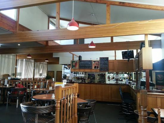 Ciloms Airport Lodge: The Bistro - smaller of the two restaurants.