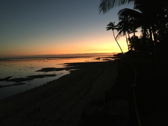 Fiji Hideaway Resort & Spa: SUNSET AT HIDEAWAY