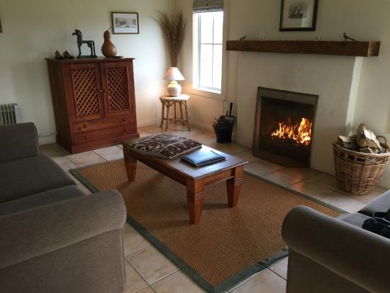 Brackenridge Country Retreat & Spa: the lounge with open fire