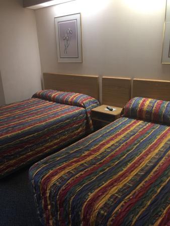 Motel 6 Bozeman: Dirty comforters