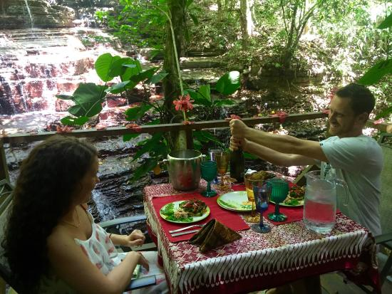Waterfall Villas: romantic lunch by the waterfall