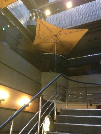 APA Villa Hotel Kanazawa Katamachi : 部屋の前の吹き抜け(1階より撮影)