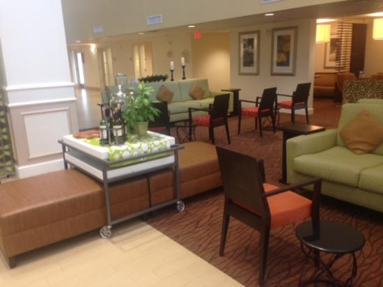 Hilton Garden Inn Dallas / Market Center: Lobby area