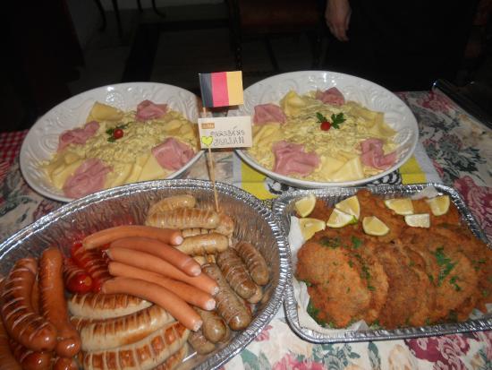 Baroque Culinária Européia Slow Food : Weisswurst,Bockwurst,Bratwurst,Frankfurter,Schnitzel,Salada de batata Alemão