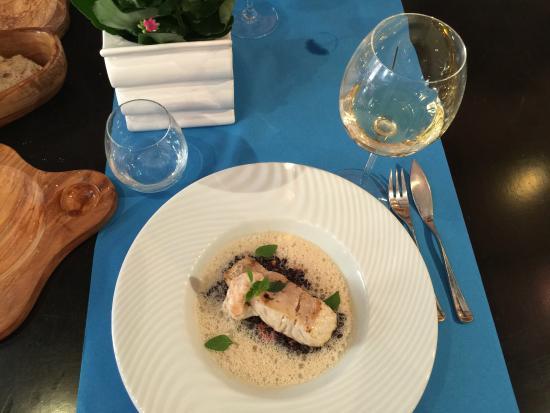 Bistrot Gourmand Clovis : Основное рыбное блюдо - на темном рисе