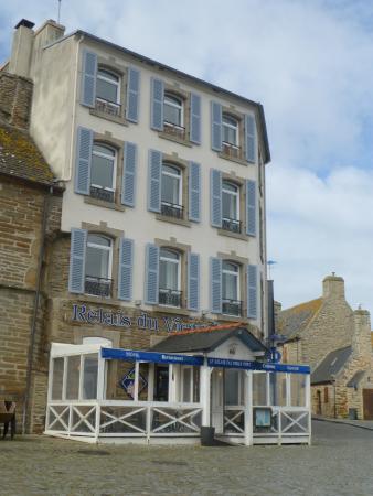 Salon et vue sur port photo de le relais du vieux port - Hotel relais du vieux port le conquet ...