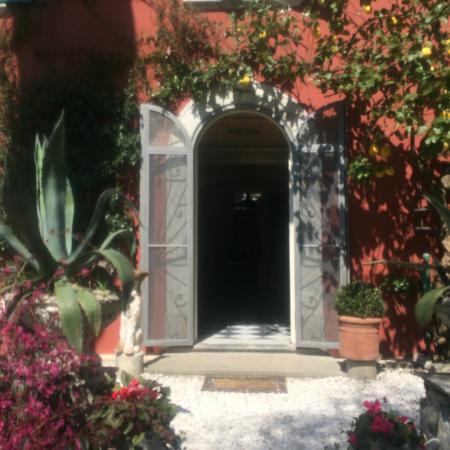 Lemons Guesthouse: entrance