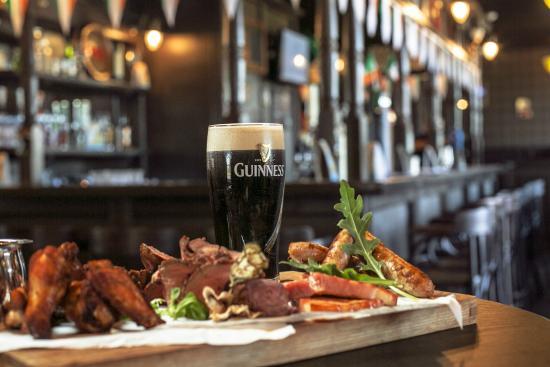 O'Sullivan's Irish Pub: Ирландский паб Осалливанс