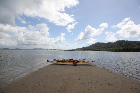 Coral Sea Kayaking: Daytour views next to Dunk Island, Mission beach.