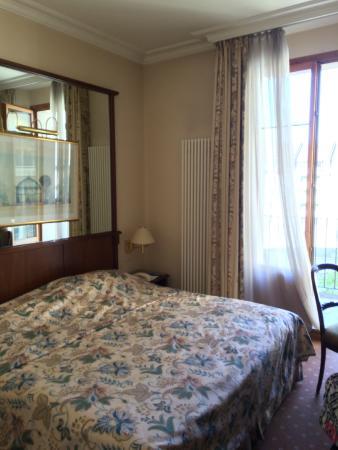 Hotel Des Alpes: Schönes Zimmer, tolle Matratze, habe wunderbar geschlafen! Belle chambre, calme, super matelas!