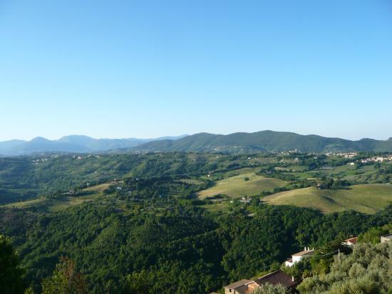 Agriturismo Le Mole sul Farfa : view from Mompeo village