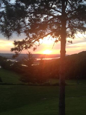 Sunset Grille: Sunset view of the Mississippi