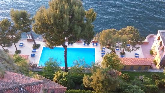 Europa Palace Grand Hotel: View from terrace down to swimming pool