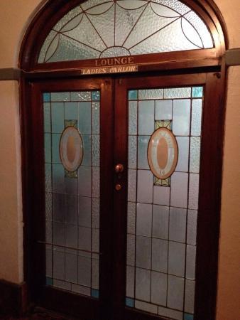 Victoria Hotel: Ladies Parlour.