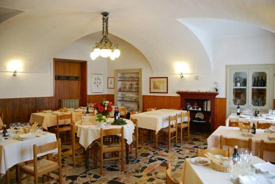 Belvedere Langhe, Olaszország: La sala